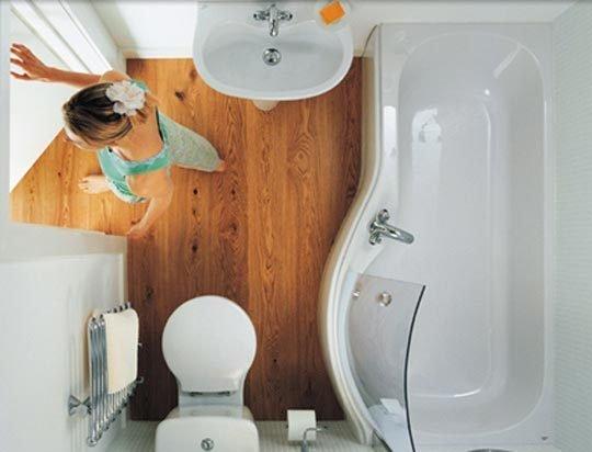 Baignoire douche dans une petite salle de bain